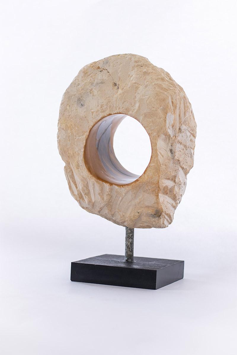 Nr. 9 H: 40 cm inkl. sokkel B: 20 cm